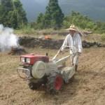 棚田でも耕運機は戦力です
